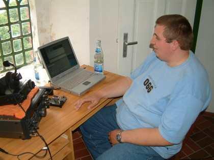 DJ2BQ Ewald preparing the computer...