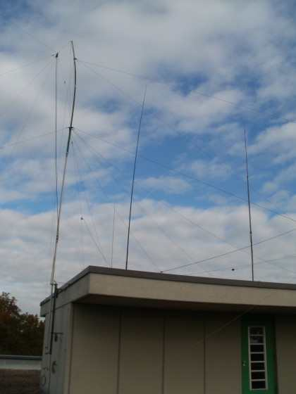 left side GP for 80m and 160m in the middle the 40m elevated radials antenne