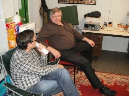 Franz DO1SF and Stefan having a relaxed QSO face to face…